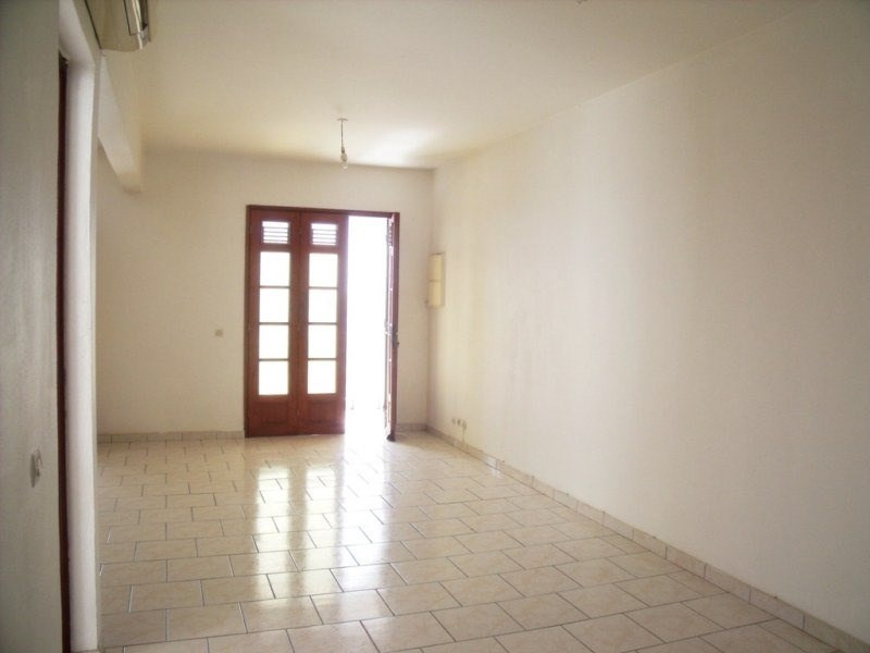 Location local commercial Basse terre 800€ CC - Photo 2