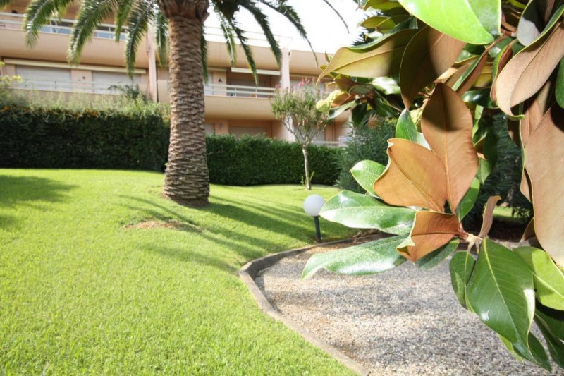 Rental apartment Antibes 960€ CC - Picture 3