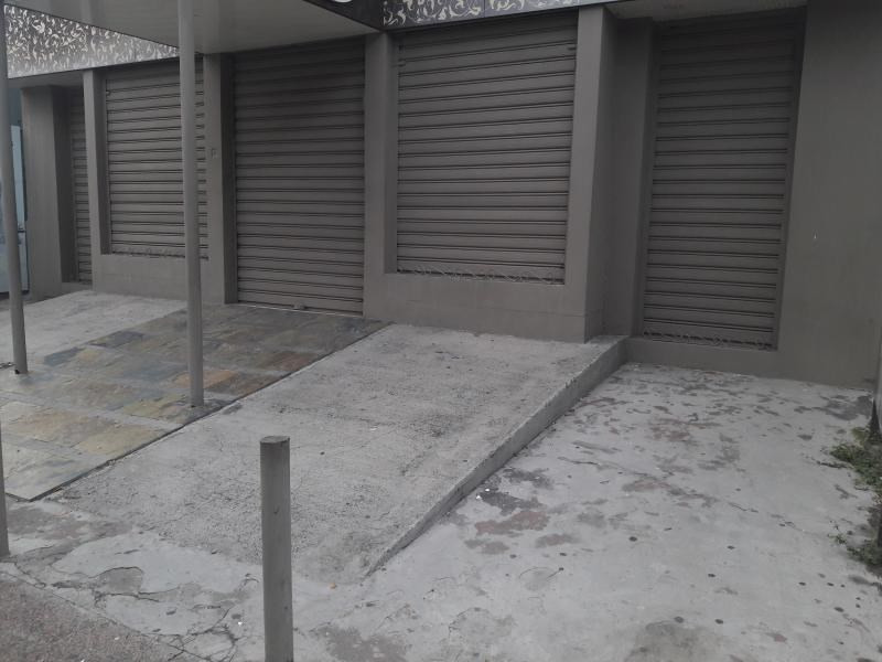 Location local commercial St paul 4000€ HT/HC - Photo 2