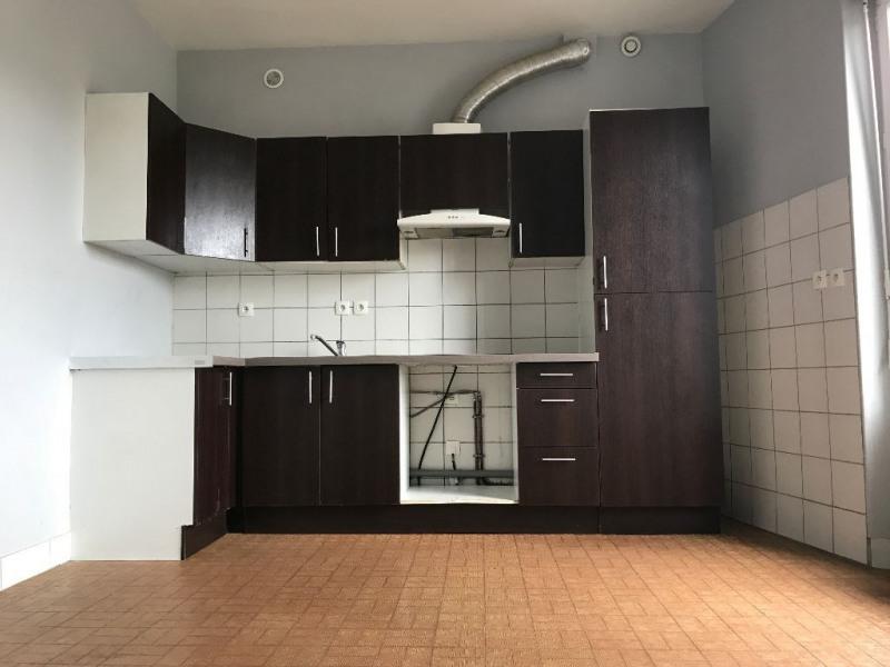 Rental apartment La ville du bois 838€ CC - Picture 2