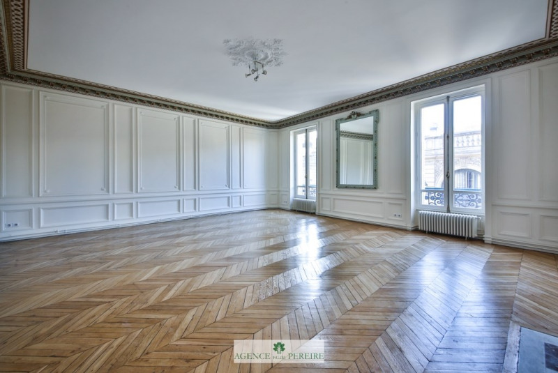 Rental apartment Paris 8ème 8 155€ CC - Picture 2