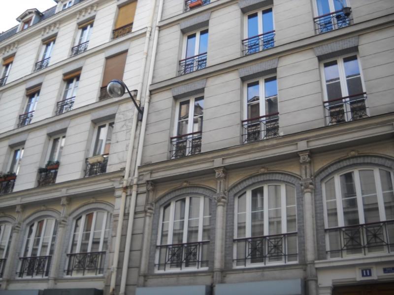 Rental apartment Paris 11ème 1520€cc - Picture 1