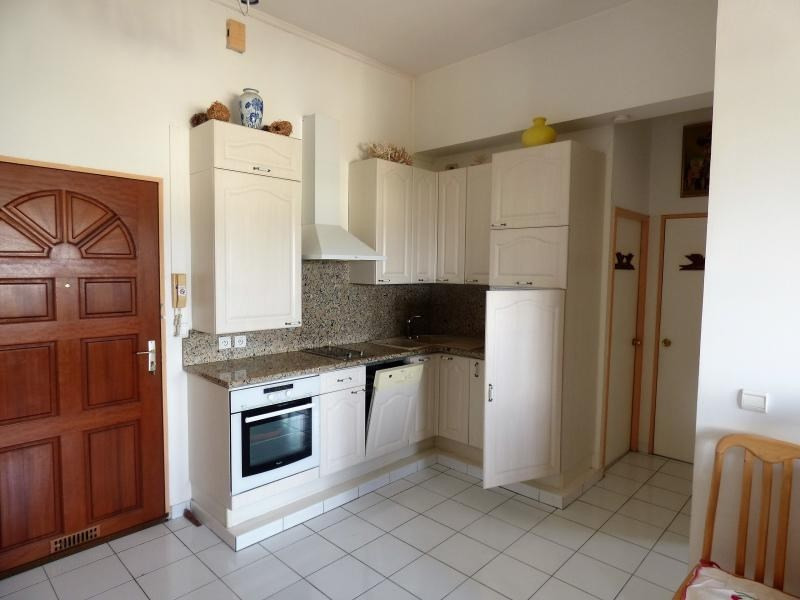 Rental apartment St pierre 680€ CC - Picture 3