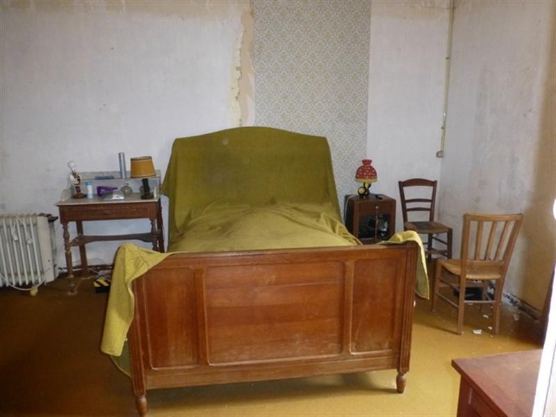Sale house / villa Saint-jean-d'angély 75000€ - Picture 4