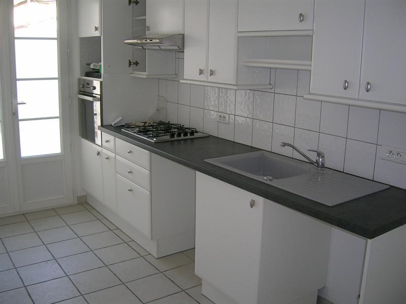 Rental apartment Saintes 856€ CC - Picture 2