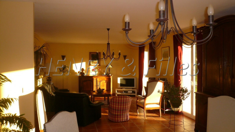 Sale house / villa L'isle-jourdain 380 000€ - Picture 4