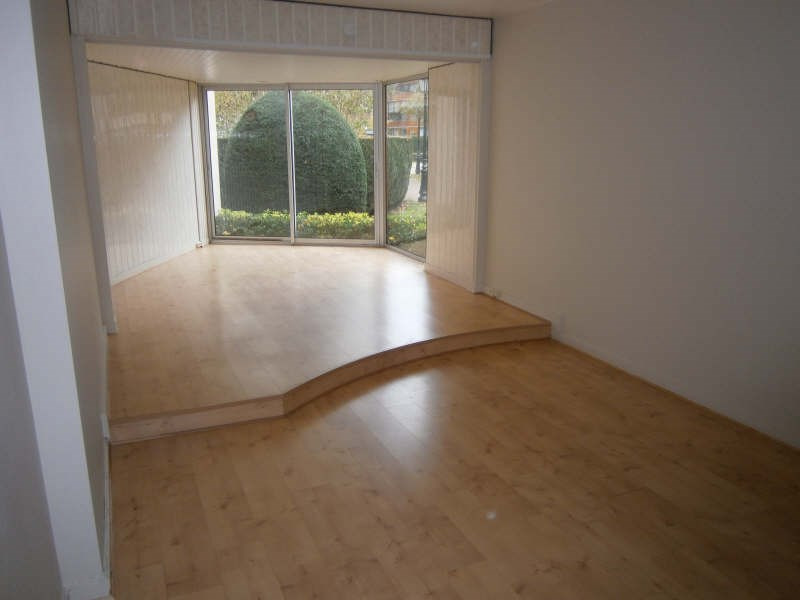 Location appartement Le chesnay 717€ CC - Photo 1