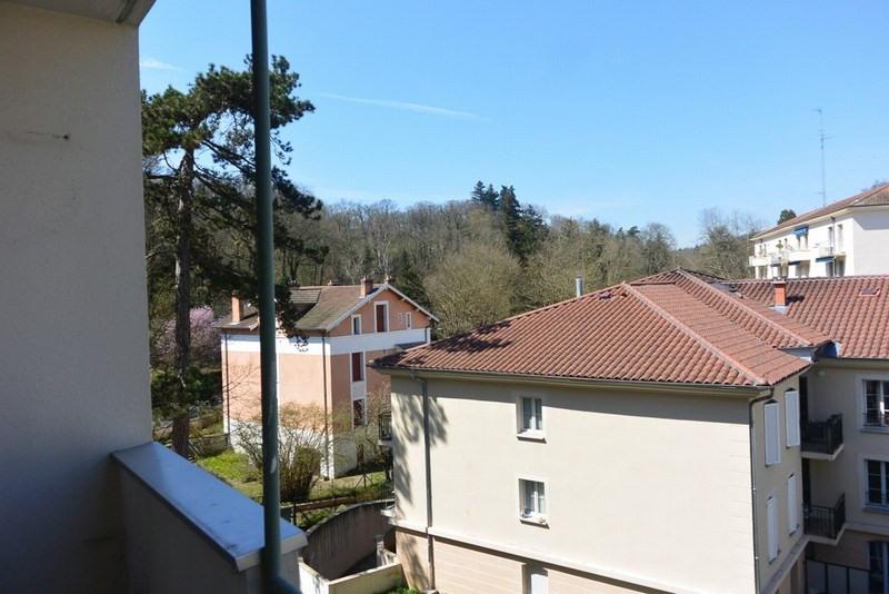Rental apartment Charbonnieres les bains 700€ CC - Picture 3
