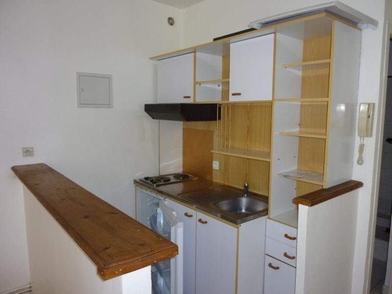 Rental apartment Saintes 377,65€ CC - Picture 2