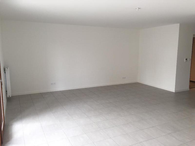 Rental apartment Villeurbanne 859€ CC - Picture 2