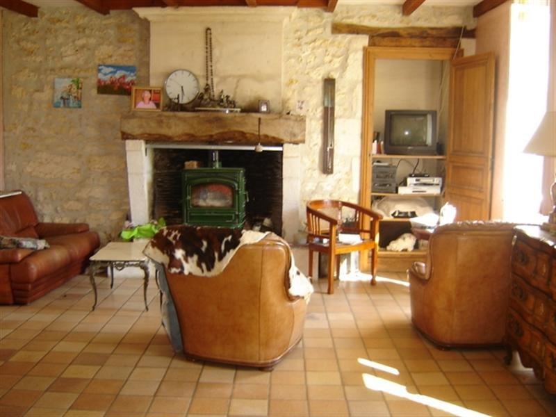 Sale house / villa Saint-hilaire-de-villefranche 157900€ - Picture 2