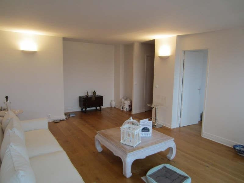 Sale apartment La varenne saint hilaire 397 500€ - Picture 2