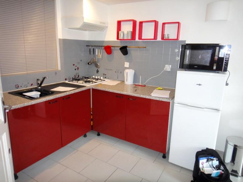 Location appartement Saint-mitre-les-remparts 470€ CC - Photo 2