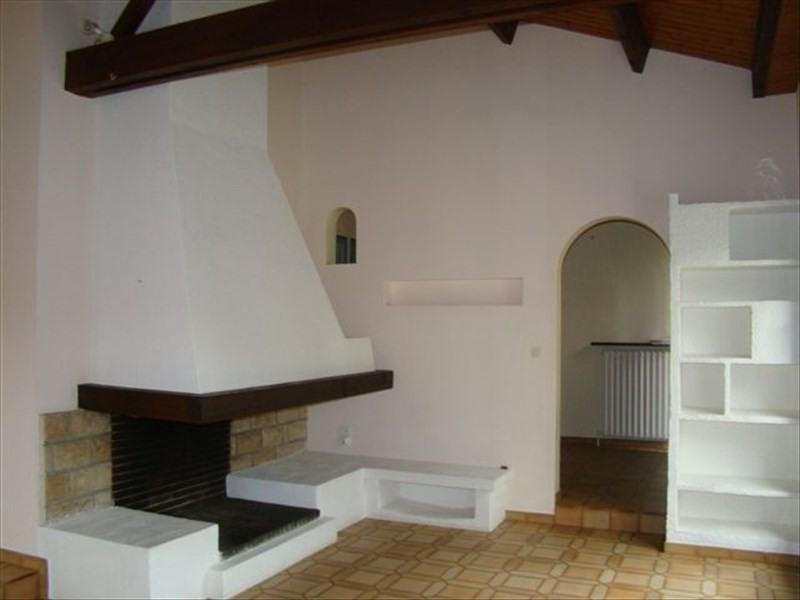 Rental house / villa Le poire sur vie 730€ CC - Picture 3