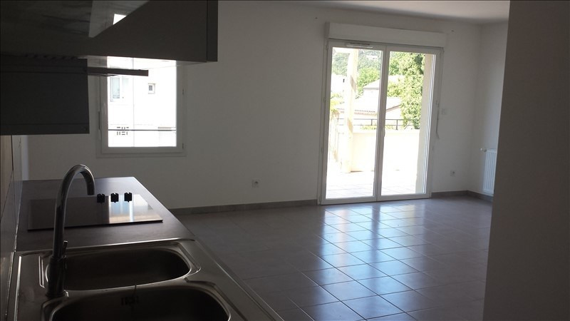 Rental apartment Vedene 890€ CC - Picture 2