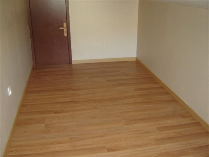 Rental apartment St jean d angely 370€ CC - Picture 3