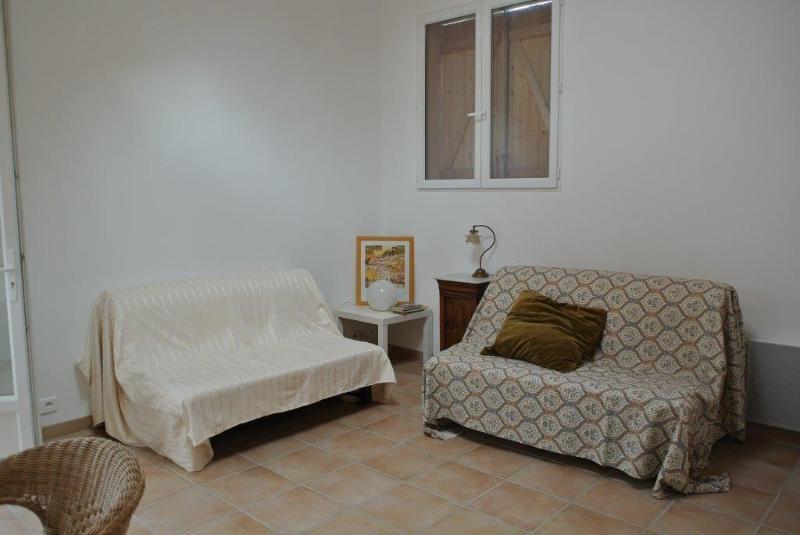 Location maison / villa Beaurecueil 701€ CC - Photo 7