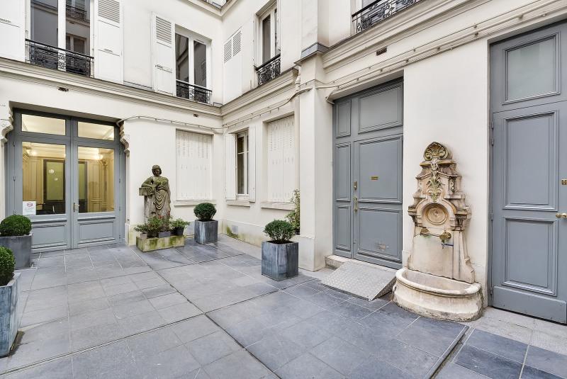 Rental apartment Paris 8ème 3230€ CC - Picture 6