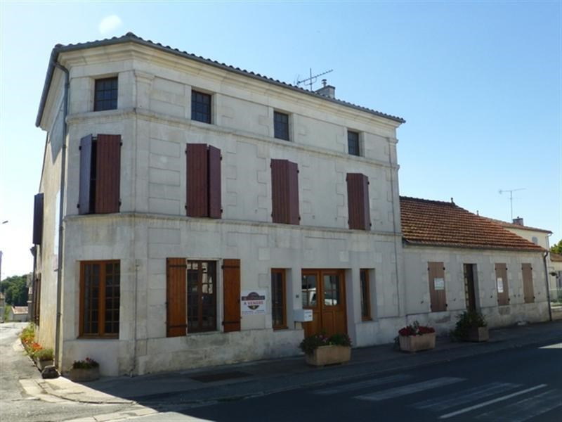 Sale house / villa St jean d angely 137500€ - Picture 1