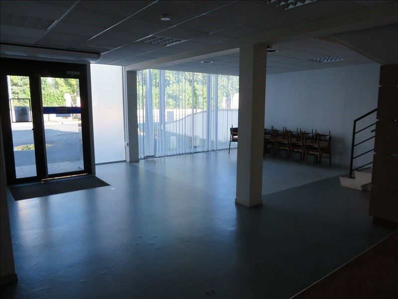 Location local commercial Montpon menesterol 112€ +CH/ HT - Photo 1
