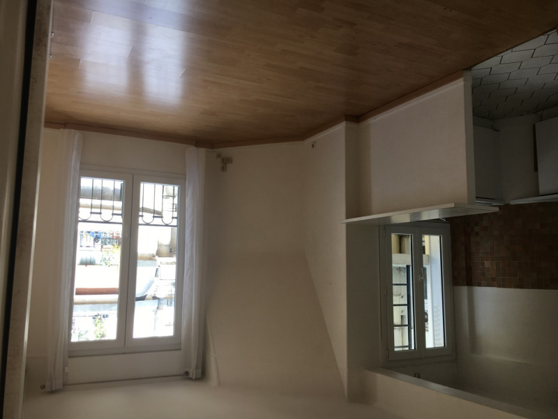 Location appartement Paris 15ème 1 500€ CC - Photo 2