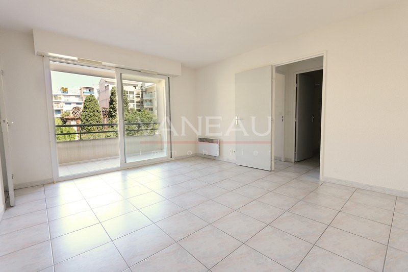 Vente de prestige appartement Juan-les-pins 165 360€ - Photo 2