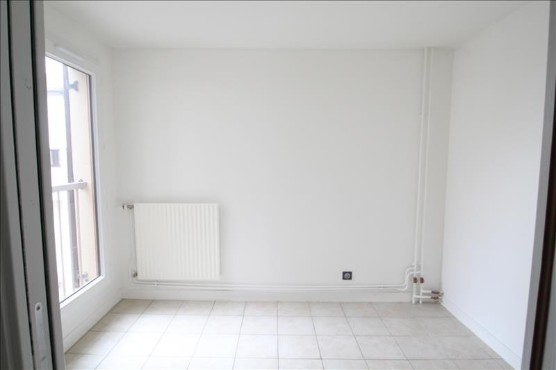 Location appartement Chambery 905€ CC - Photo 2