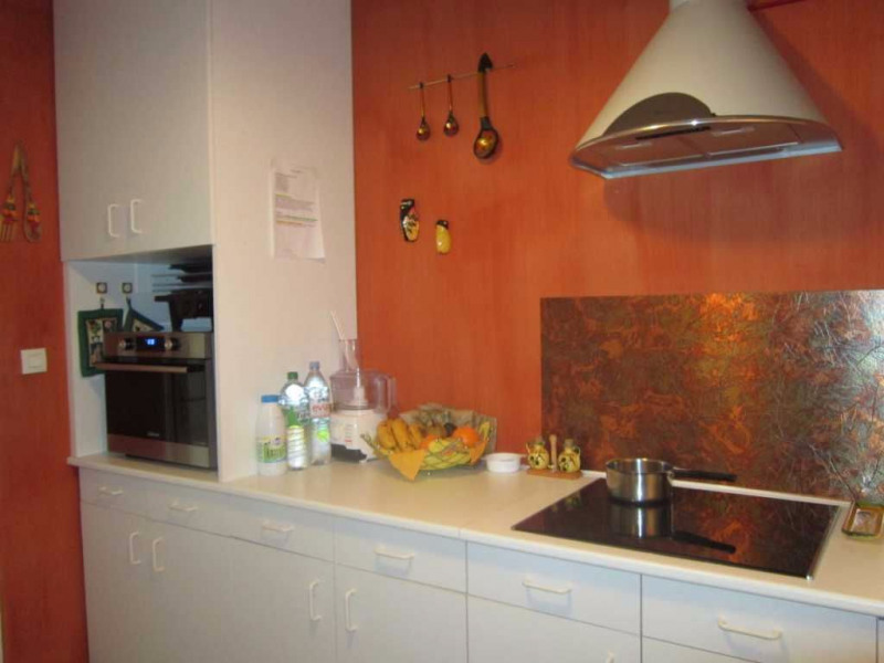 Location maison / villa Lambesc 895€ CC - Photo 3