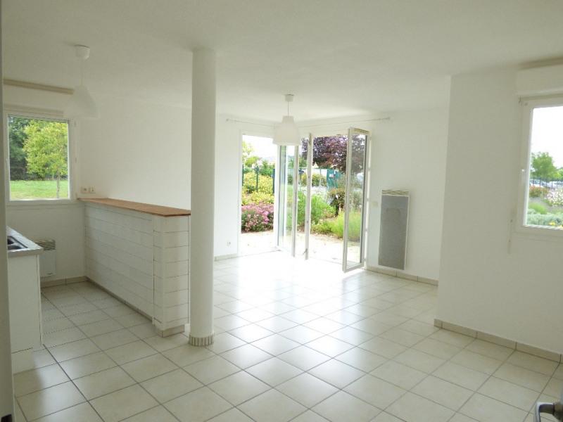 Rental apartment Saint loubes 705€ CC - Picture 2