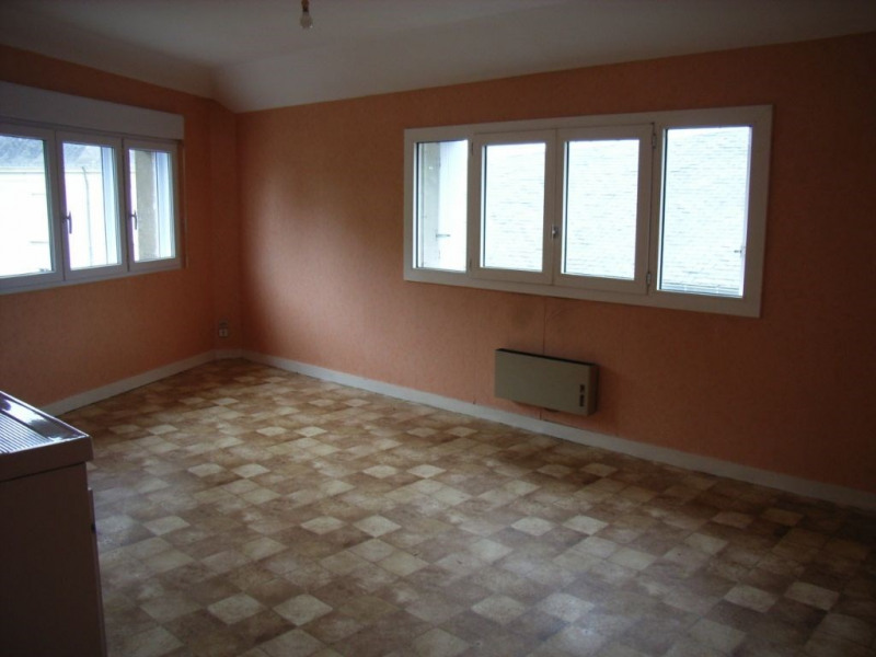 Rental apartment Meslay du maine 264€ CC - Picture 1