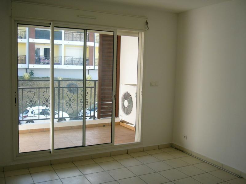 Rental apartment Ste clotilde 602€ CC - Picture 1