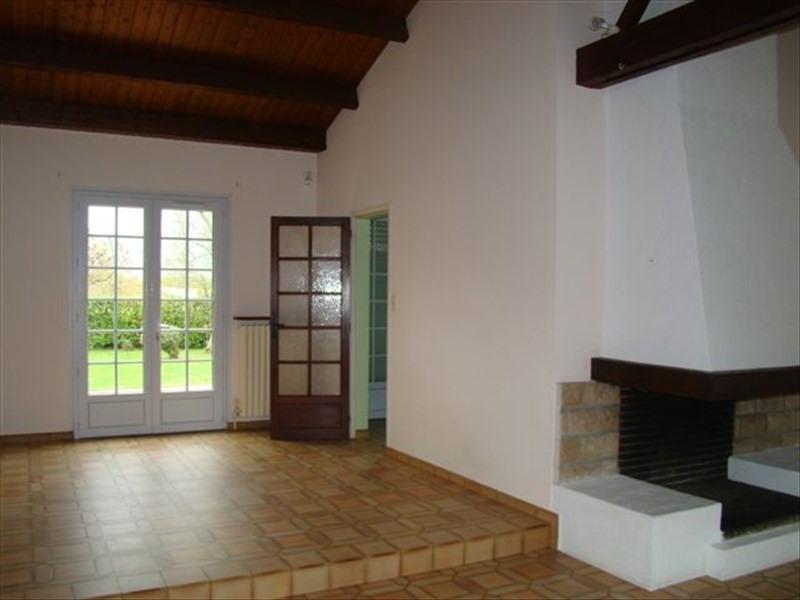 Rental house / villa Le poire sur vie 730€ CC - Picture 4