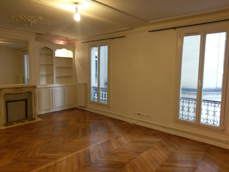 Location appartement Paris 8ème 1 950€ CC - Photo 1