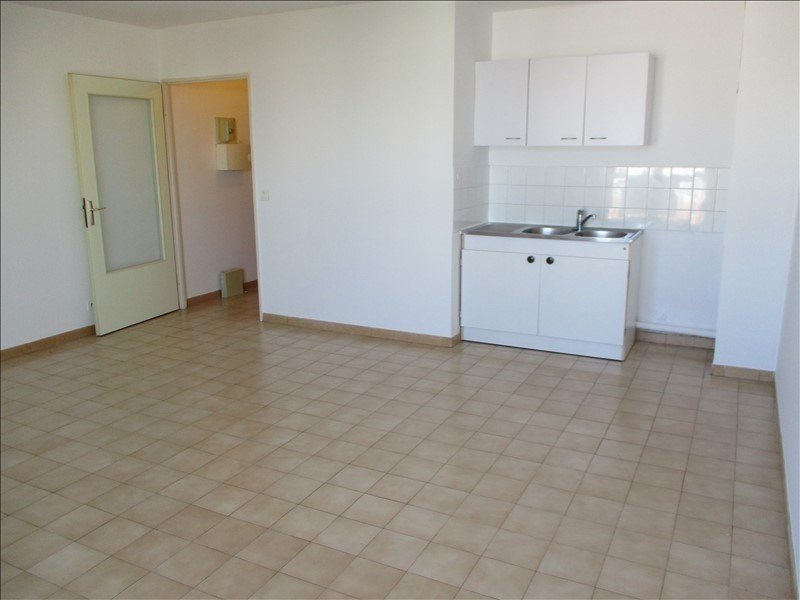 Rental apartment Salon de provence 450€ CC - Picture 2