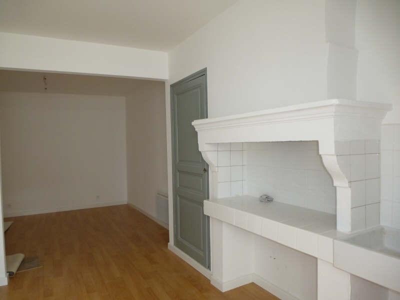 Rental apartment Nimes 330€ CC - Picture 1