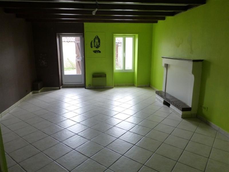 Sale house / villa Saint-jean-d'angély 106800€ - Picture 2