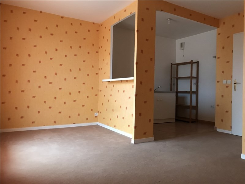Rental apartment Sainte genevieve des bois 680€ CC - Picture 2