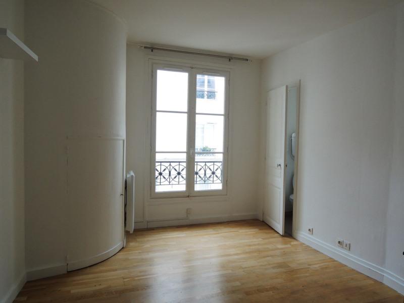 Location appartement Paris 8ème 850€ CC - Photo 1