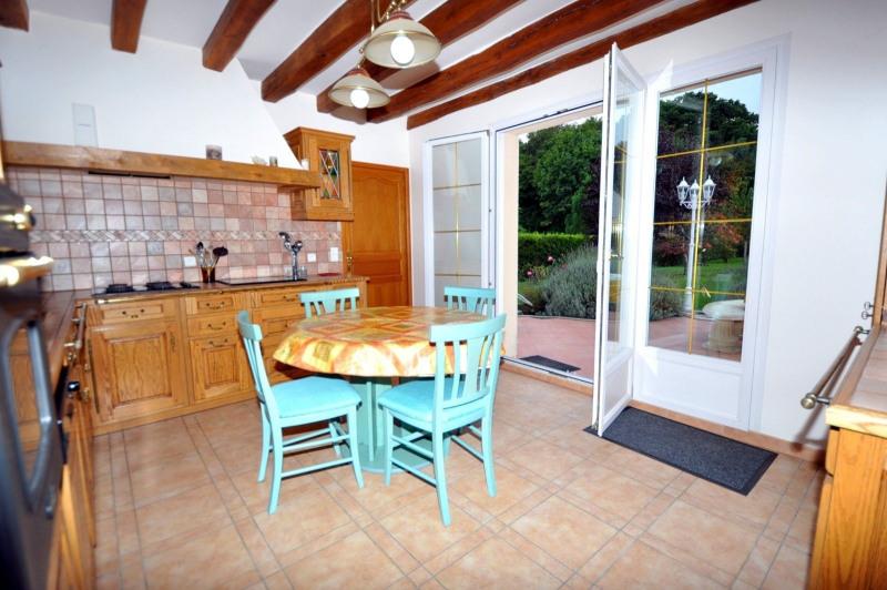 Sale house / villa St cheron 719000€ - Picture 2