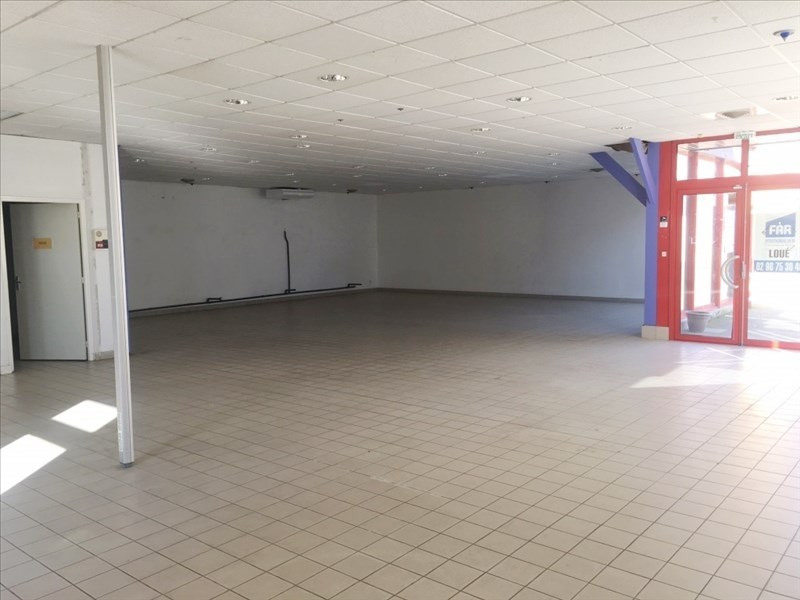 Location local commercial Fougeres 1850€ HT/HC - Photo 2