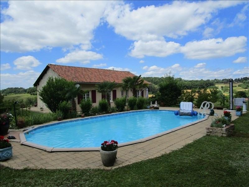 Sale house / villa St hilaire d estissac 220000€ - Picture 1