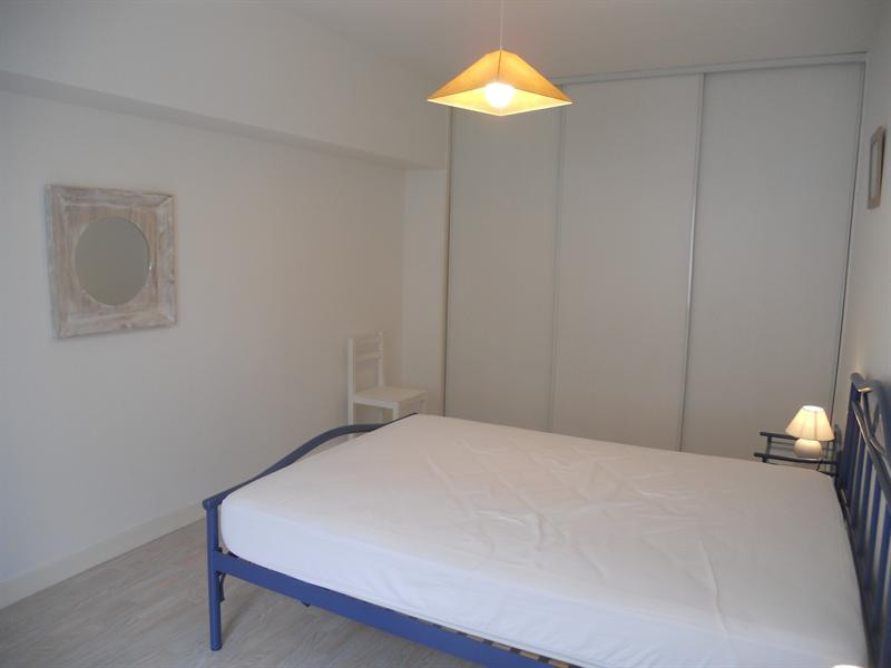 Vacation rental house / villa Vaux sur mer 824€ - Picture 13