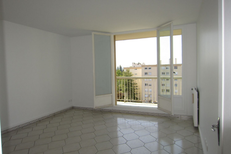 Rental apartment Chilly-mazarin 912€ CC - Picture 2