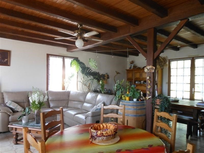 Sale house / villa St jean d angely 183000€ - Picture 2