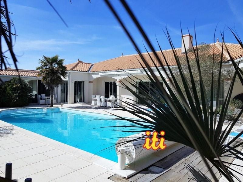 Deluxe sale house / villa Chateau d olonne 852000€ - Picture 1