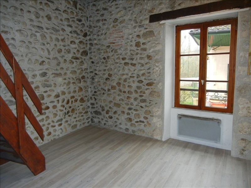 Rental apartment Chirens 283€ CC - Picture 1