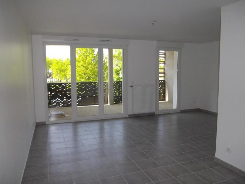 Location appartement Saint martin d'heres 781€ CC - Photo 2