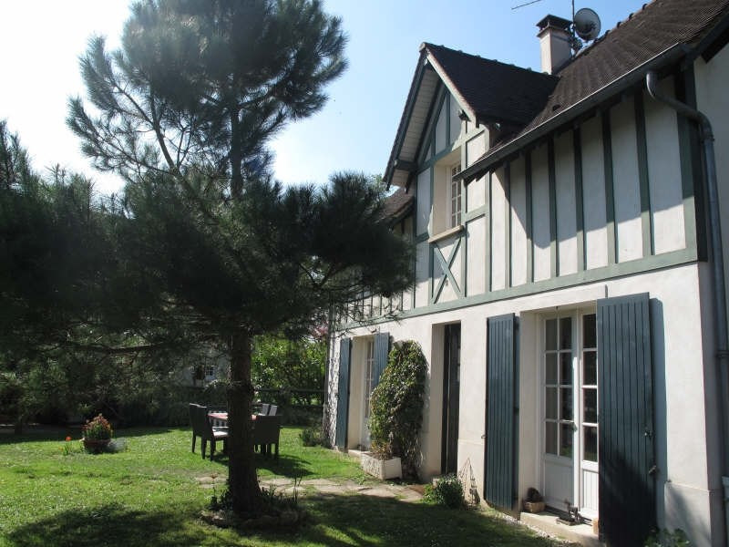 House villa 8 rooms in le mesnil le roi france for Garage flagez montigny le roi incendie