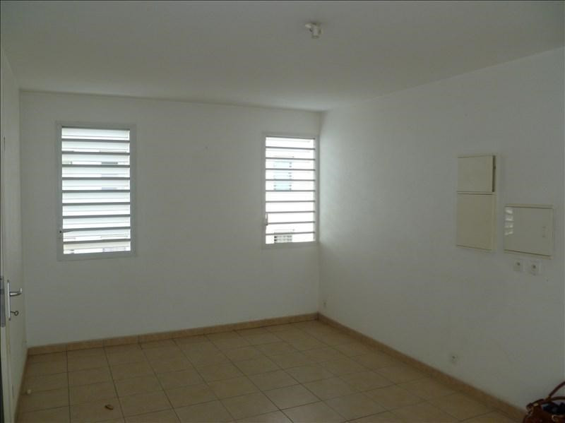 Investment property apartment Baie mahault 129 000€ - Picture 2