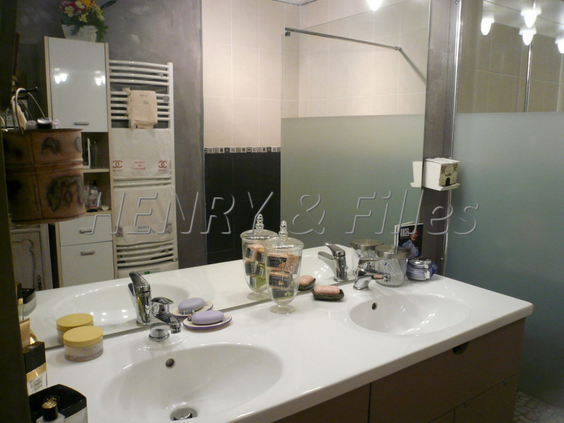Sale house / villa L'isle jourdain 265000€ - Picture 9